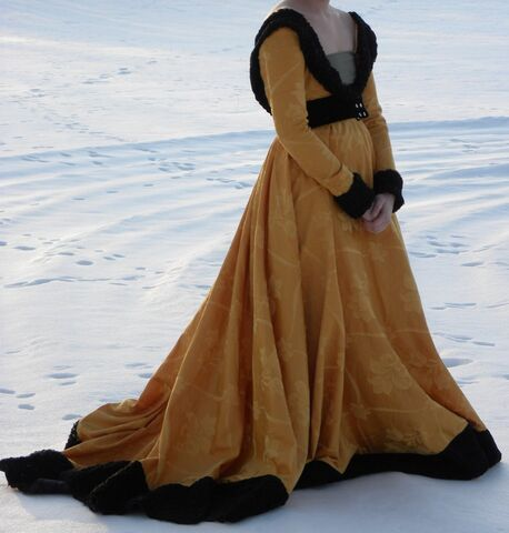 File:Burgundian 15th century dress by Fiskinfluensan.jpg
