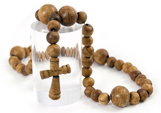 File:MaryRose-rosary-81A1414h.jpg