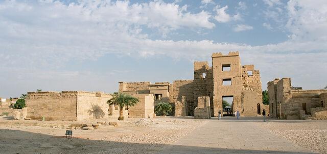 File:Luxor, Medinet Habu, Egypt, Oct 2004 A.jpg