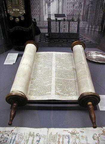 File:Köln-Tora-und-Innenansicht-Synagoge-Glockengasse-040.JPG