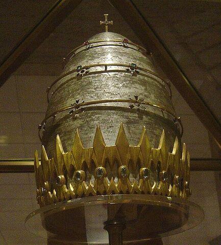 File:Pope Paul VI Tiara 2.jpg
