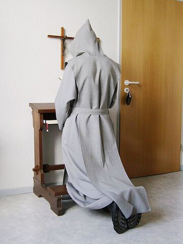 File:Trappist praying 2007-08-20 dti.jpg