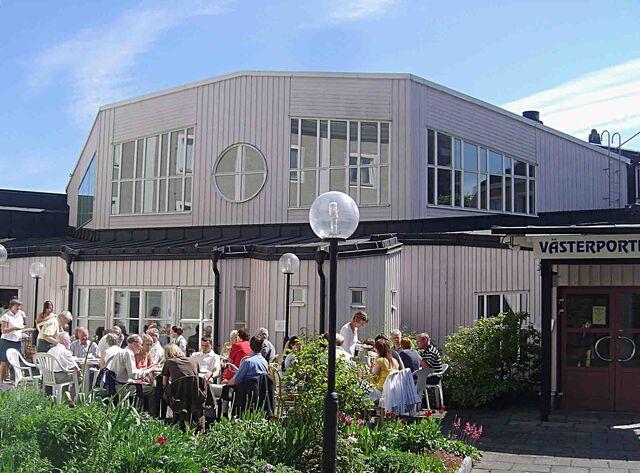 File:Västerportkyrkan exteriört1.jpg