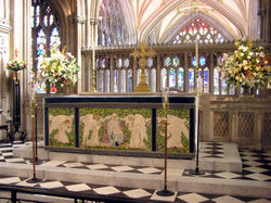 Altar.stmaryredcliffe.arp