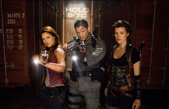 Archivo:Resident-Evil-Afterlife-Claire-Chris-and-Alice-24-5-10-kc.jpg
