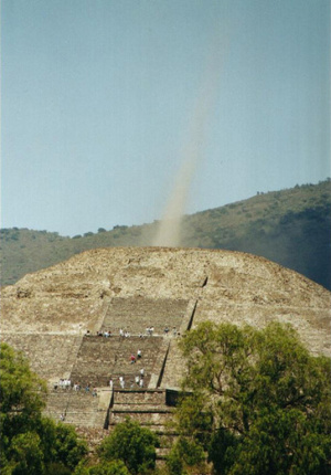 File:1energy-beam-Pyramid-of-the-Moon-in-Teotihuacan.jpg
