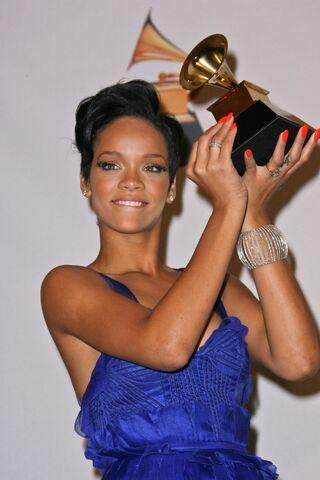 File:Rihannagrammys.jpg