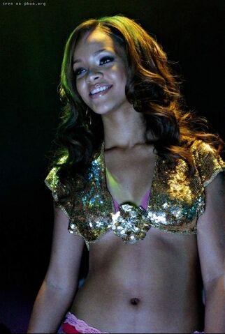 File:Rihanna-pon-replay-12913360c7.jpg
