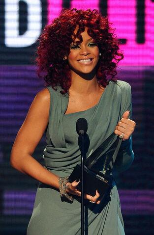 File:Rihanna 2010 American Music Awards Show P250LWx9d7El.jpg