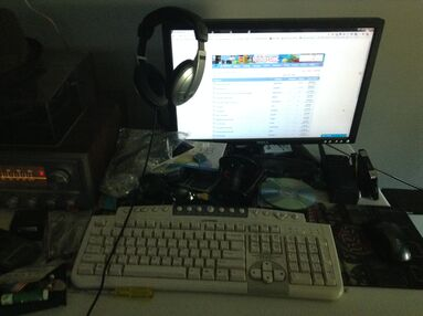 Trax's messy desk v2