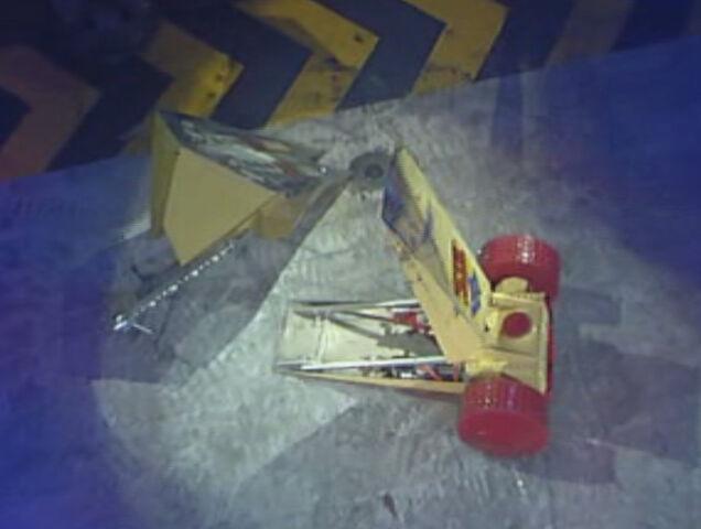 File:Wheely Big Cheese vs Dominator 2.JPG