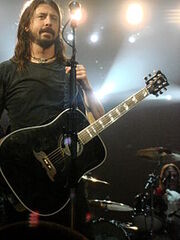 220px-Dave Grohl 2008