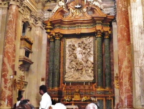 File:One of several side altars in The Church of Sant'Andrea della Valle (1).jpg
