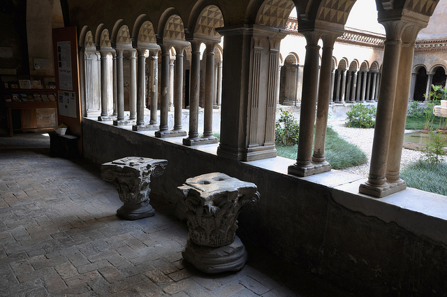 File:SS quattro coronati cloister.jpg