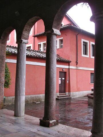 File:2011 Giovanni in Porta Latina, loggia.jpg