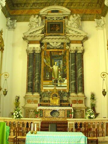 File:2011 Ambrogio, main altar.jpg