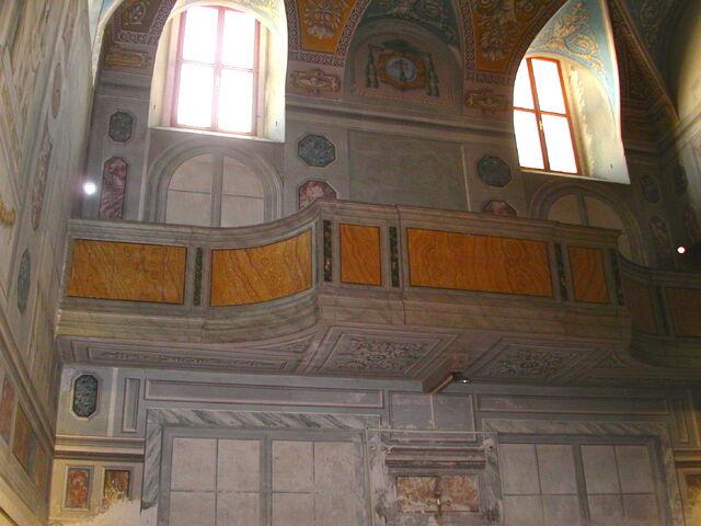 File:2011 Ambrogio, sacristy balcony.jpg
