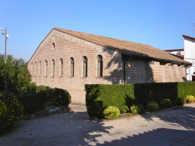 File:2011 Domitilla basilica.jpg