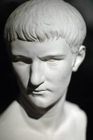 Datei:Caligula.jpg