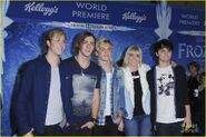 R5 at Frozen premiere (2)