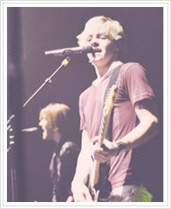 File:Ross Lynch concert.jpg