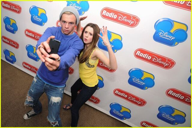 File:Ross Lynch & laura Marano Season 3 premiere Radio disney (2).jpg