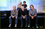 R5 music choice play stop (3)