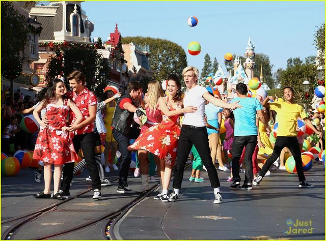 File:Ross with TBM Disney Parade (7).jpg