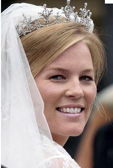 File:Kelly on her wedding day.jpg