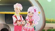 S3E1 - gus and helga got cupcakes