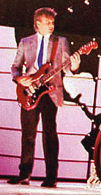 File:Hentor Sportscaster (Fender Stratocaster), Red.jpg
