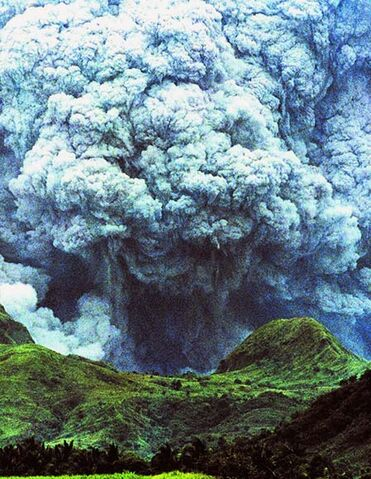File:Pinatuboerupt.jpg
