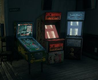 Broken Shillelagh interior - pinball machine and video games