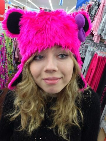 File:Jennette with a pink furry hat.jpg