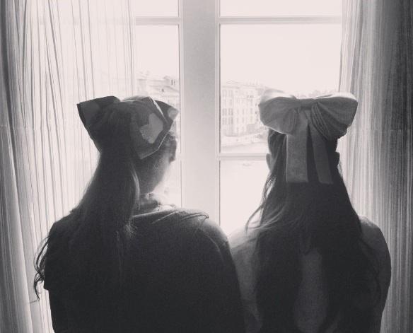 File:Ariana and Alexa Luria with big bows.jpg