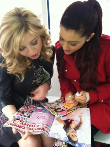 File:Ariana and Jennette reading M Magazine.jpg