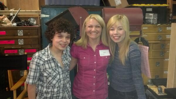 File:Lori Martinez with Cameron and Jennette at rehearsal April 24, 2013.jpg