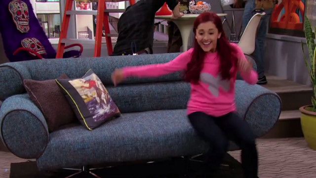 File:Cat Valentine on a couch.png