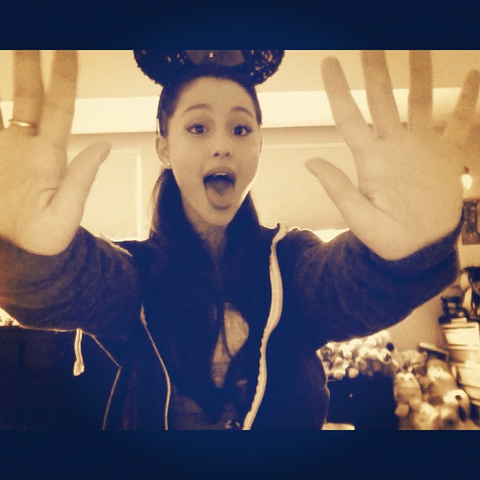 File:Ariana's funny face.png
