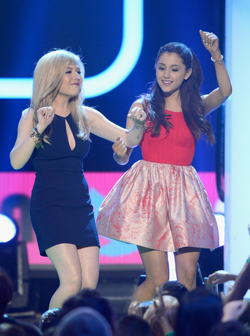 File:Ariana and Jennette at Nickelodeon's 26th Annual Kids' Choice Awards (2).png