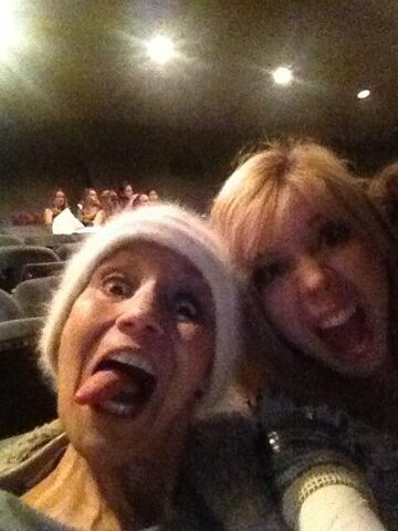 File:Jennette with her mom at a Christmas show.jpg