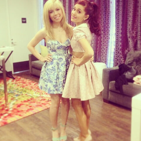 File:Ariana and Jennette May 14th, 2013.jpg
