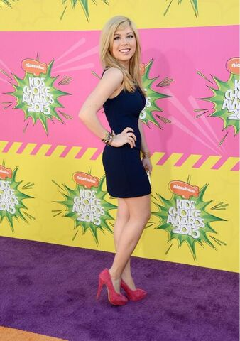 File:Jennette at the KCAs 2013.jpg