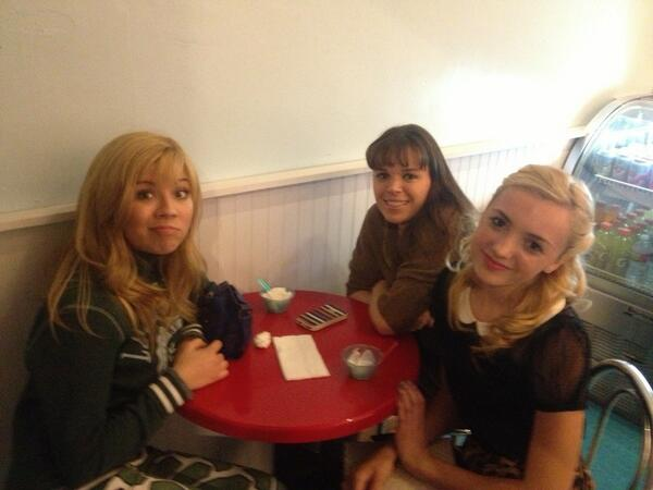 File:Jennette with Salty Cornucopia and Peyton List April 25, 2013.jpg