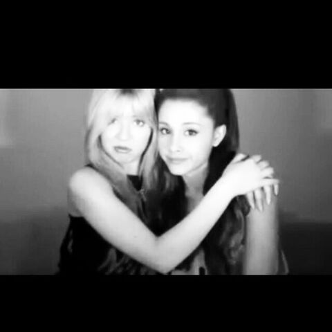 File:Ariana and Jennette June 7, 2013.jpg