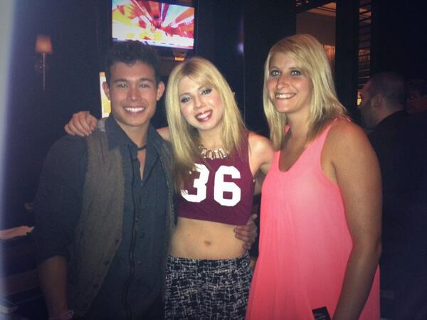 File:Jennette Las Vegas picture 2 with Colton and Allison June 29, 2013.jpg