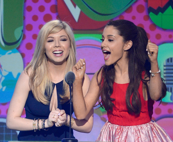 File:Ariana and Jennette at Nickelodeon's 26th Annual Kids' Choice Awards.png