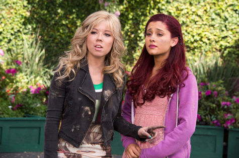 File:Sam and Cat in the Pilot.png