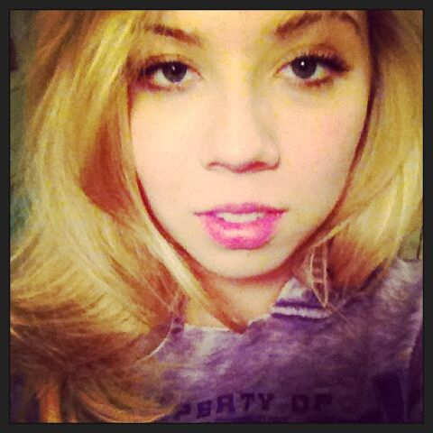File:Jennette May 19, 2013.jpg