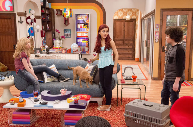 File:Sam and Cat talking to Dice in BabysittingCommercial.jpg